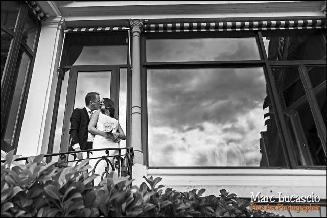 mariage Montreux couple enlacé