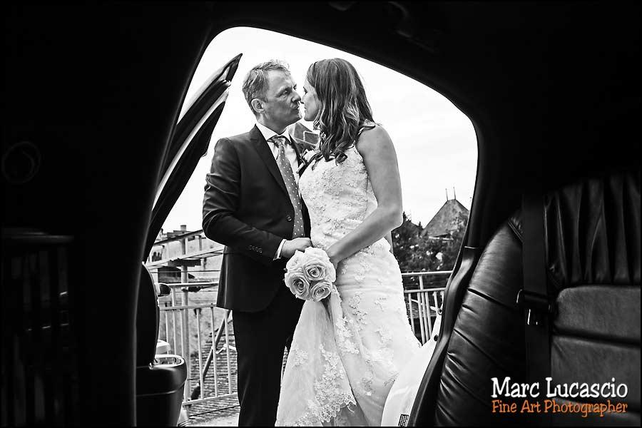 mariage Montreux couple voiture maries