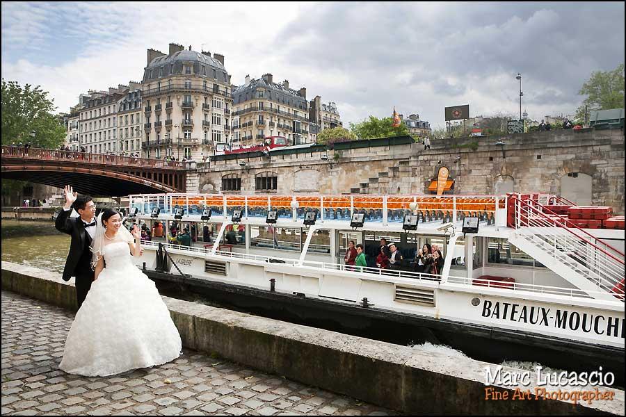 couple paris quai de seine