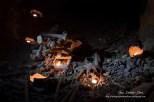 Photographe catacombes Paris, ossements, cranes, os, empire de la mort. Catacombs of Paris Ossuary underground crypts.