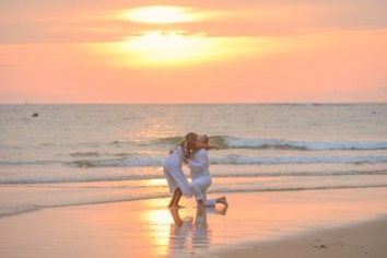 american couple -marriage-proposal-at-naiyang-beach phuket