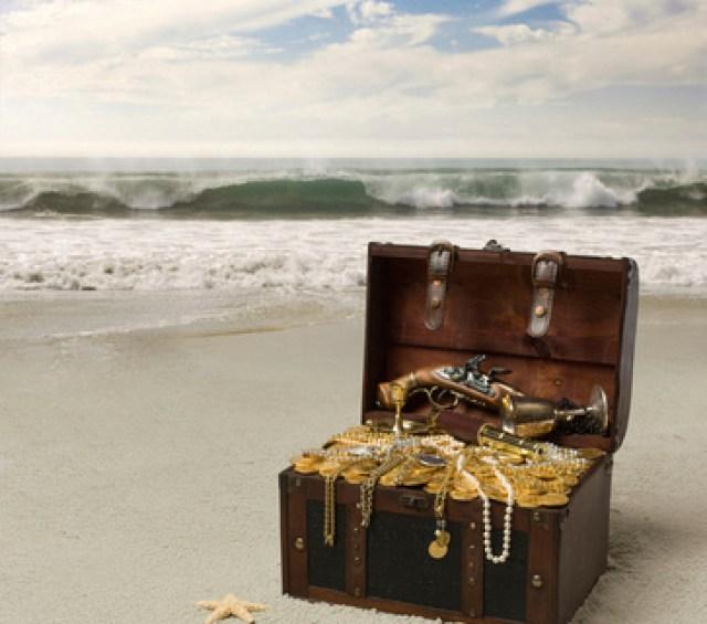 "Photographic Images by David: Treasure-Hunting-Information.com Slide Show 1 &emdash; 1- Treasure Hunting Information.com's website logo: the Fabulous ""Treasure Chest"" on a remote island beach!"