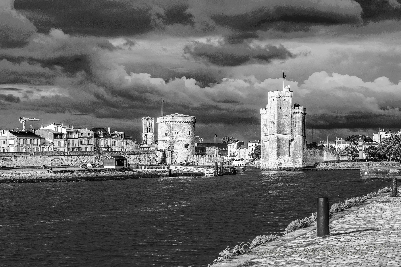 The two Towers La Rochelle dsr_0793_mono_x3000