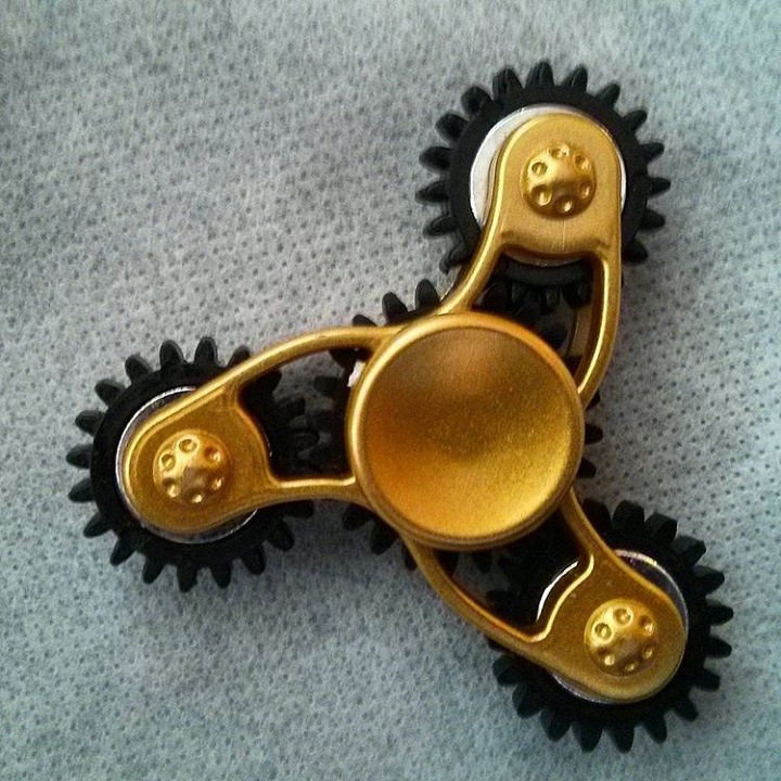 a photo of a fidget spinner with four gears in it