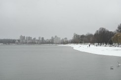 The view from Kitsilano Beach looking across to English Bay on a snowy day in Vancouver BC