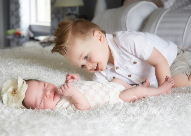Newborn photography with siblings