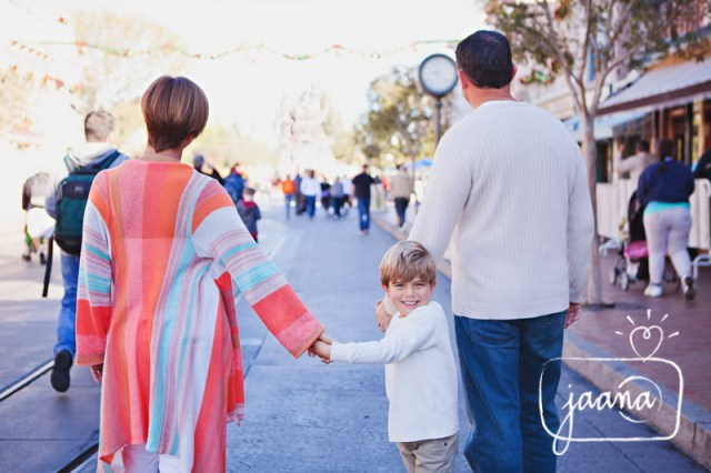 disneyland vacation photographer, anaheim, family photographer, disneyland