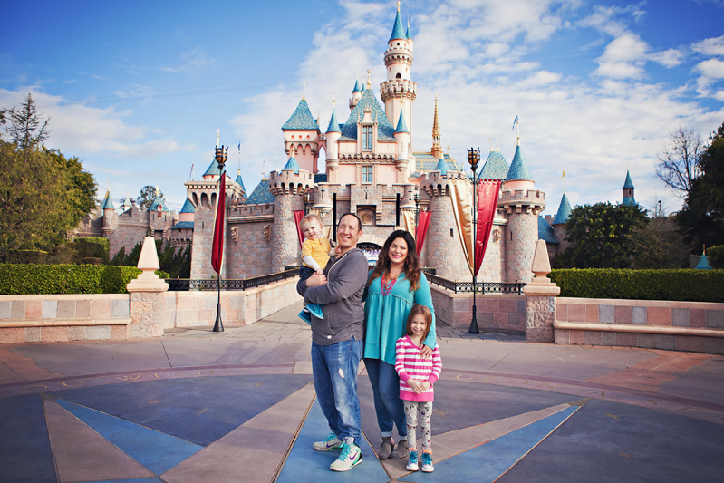 Theme Park Vacation Photographer Cute Family Session At