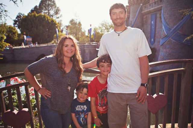 anaheim, anaheim kid photographer, disney vacation photography, disneyland, disneyland family vacation photography, disneyland maternity session, disneyland vacation photography, family photography, southern california