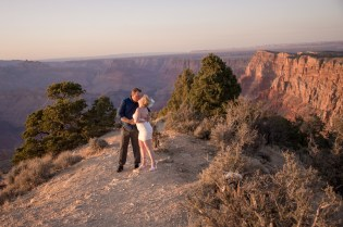 Kiss in the white dress at the South Rim