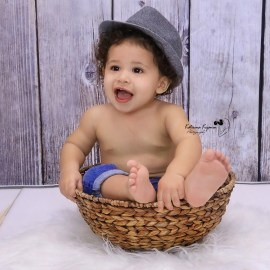 We do kids photography sessions and studio portraits. Our studio works with kids all ages and offer kids, toddles and teens photography.