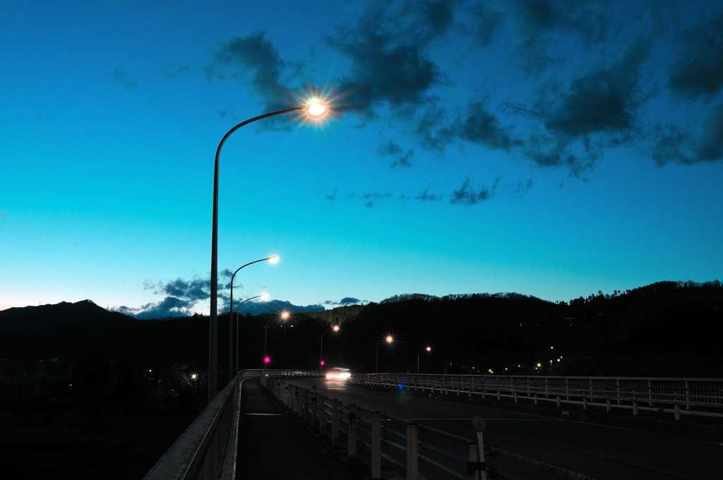 日が落ちた山道 by くんちゃん (ID:8652366) - 寫真共有サイト:PHOTOHITO