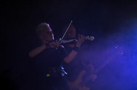 Ирина Сорокина, бэк-скрипка панк-группы КняZz. Авторское фото для оформления интерьеров