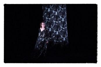 """Аурелия Тьере (Чаплин) в спектакле """"Колокольчики и заклинания"""""""