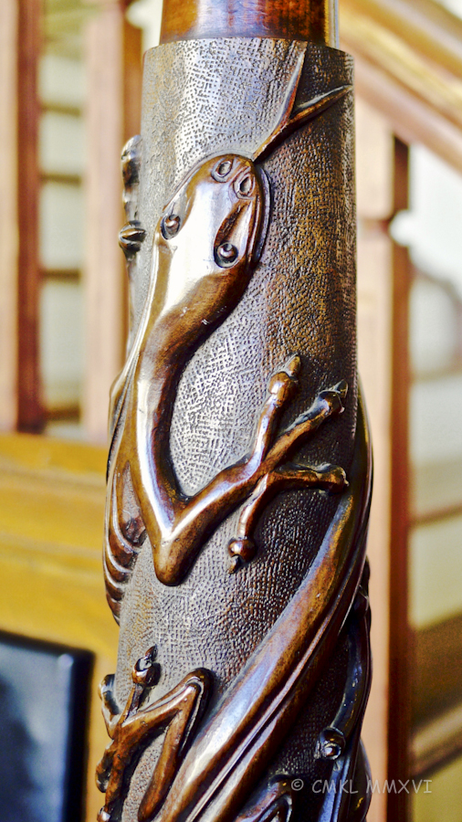Lizard carving
