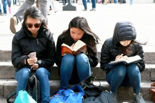 4 books vs smartphones 2 1