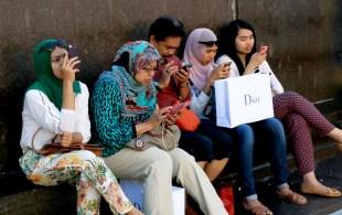 5 smartphones vs books 5 0
