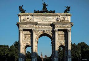 Luigi Alloni 007, Arco della Pace Milano