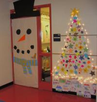 Christmas door decorating photos