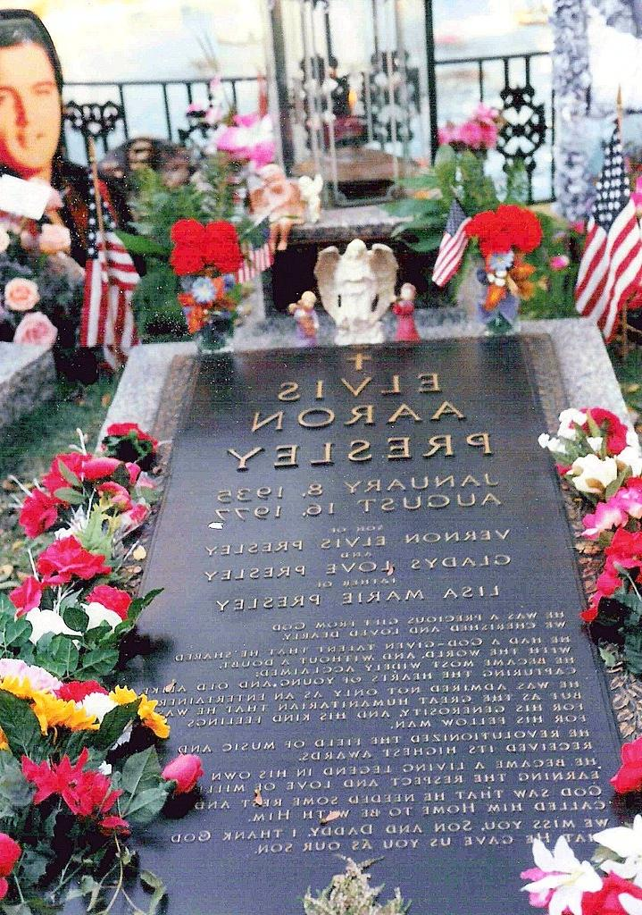 Open casket photos of elvis presley
