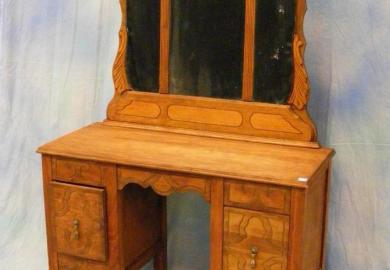 Uhuru Furniture Collectibles Sold Small Antique