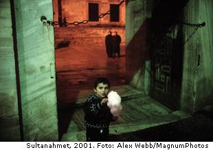Alex Webb's dynamische beelden van de stad van honderd namen