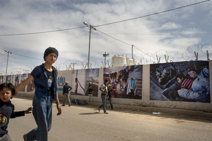 Foto's Jordaans vluchtelingenkamp te zien op buitenmuren