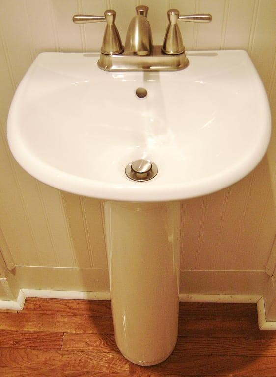 farnham porcelain mini pedestal sink