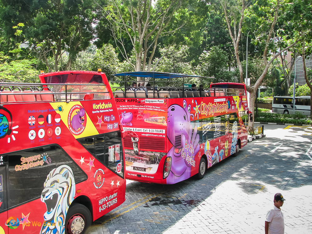 Hop on Hop off bus is the best way to begin one day in Singapore