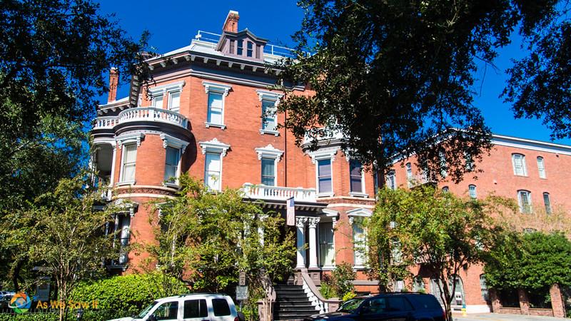 romantic old brick inn in Savannah