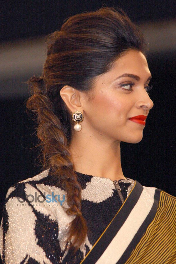 Stylish Hairstyles that Complement Any Kind of Saree