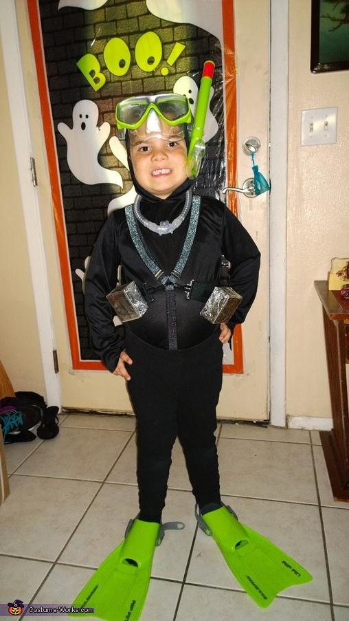 DIY Scuba Diver Costume Photo 24