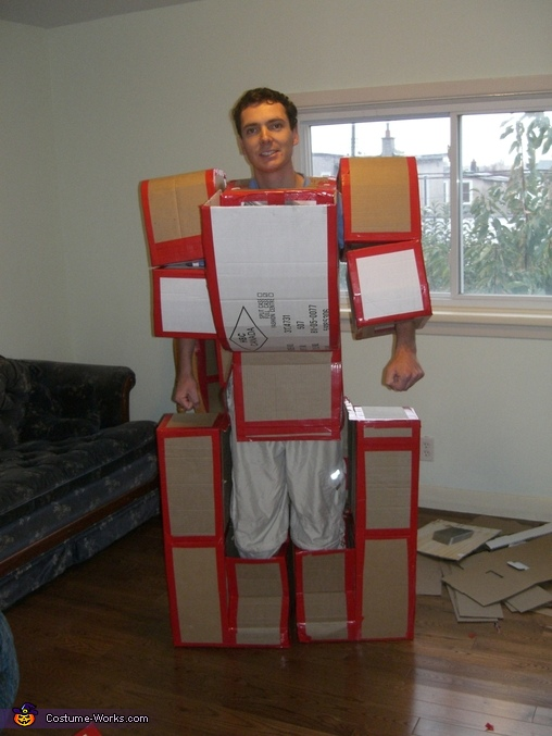 Transformer Costume of Cardboard Boxes  Photo 48