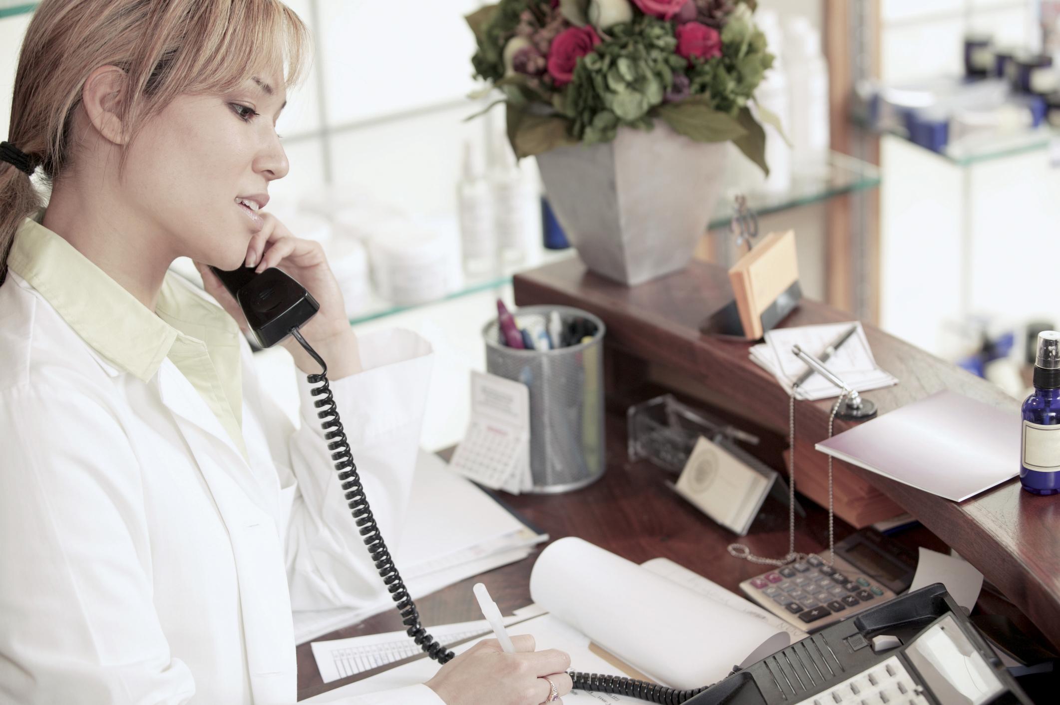 salon receptionist