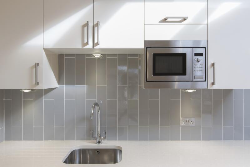 what color cabinets go with gray tile