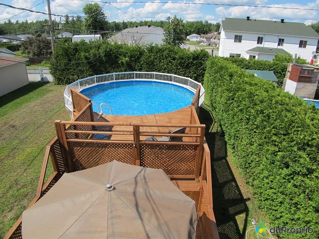 Deck pour piscine hors terre a vendre ifmore for Balayeuse de piscine hors terre