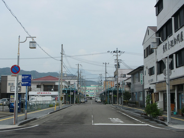 Quiet streets in Kii-Katsuura. Nothing is really open yet -- still too early in the morning while I am waiting for my train.