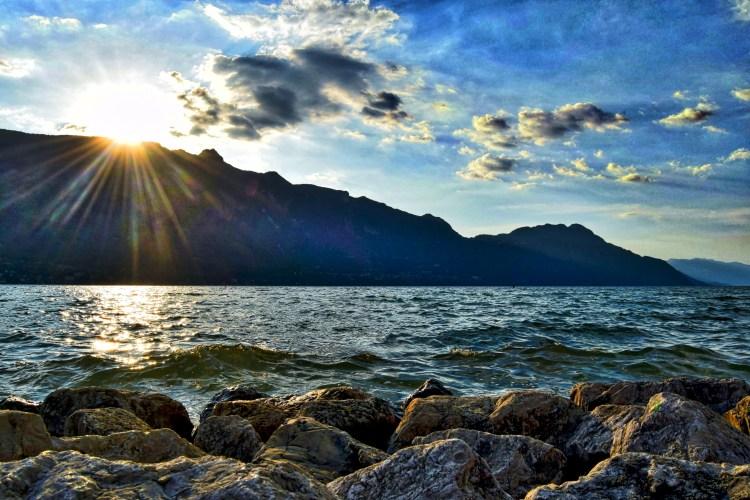 Photo d'un coucher de soleil sur le lac du Bourget