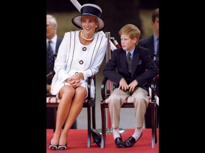 Bildergebnis für Diana trug dieses weiße Kleid und