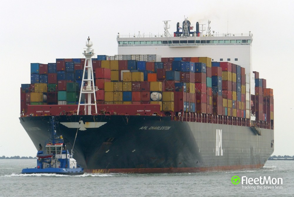 medium resolution of container ship apl charleston grounding india