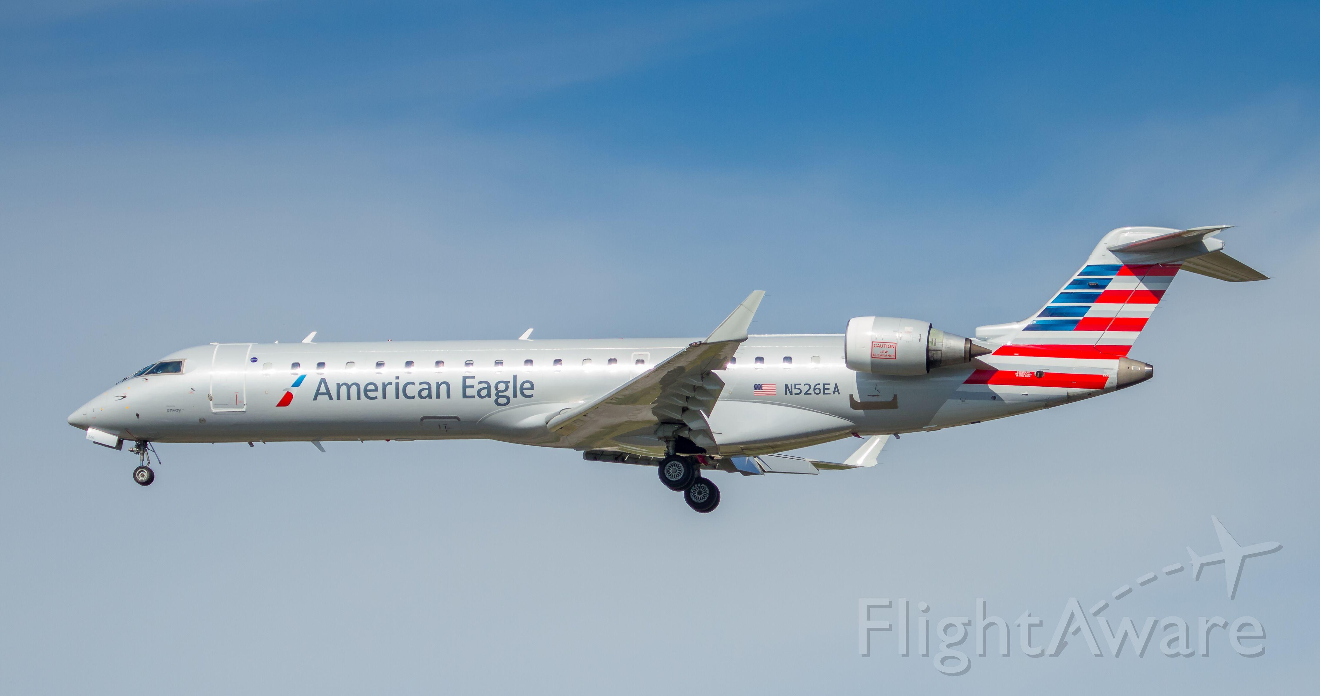 Photo of American Airlines CRJ7 (N526EA) FlightAware