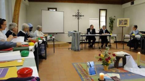 L'assemblée avec Mgr Nahmias