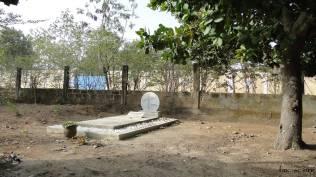 A l'entrée la tombe de sr Marie-Pascaline, notre première soeur africaine