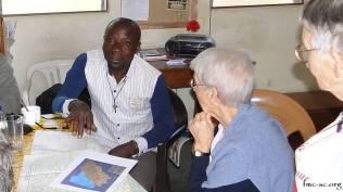 Avec le Père Denis qui travaille dans les petits villages