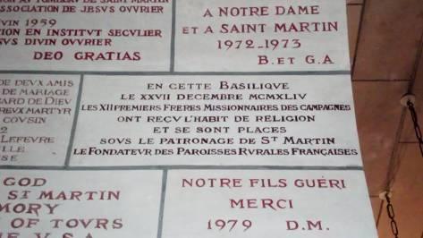En mémoire des Frères Missionnaires qui ont pris l'habit dans cette crypte