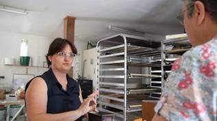 Nous achetons du pain à Mary au fournil