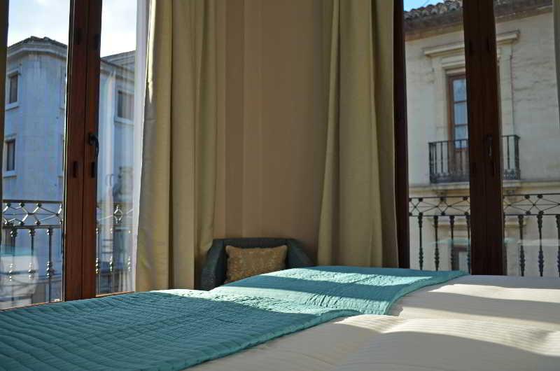 Hotel Apartamentos Siloe Suites Plaza Granada  Hotelnights