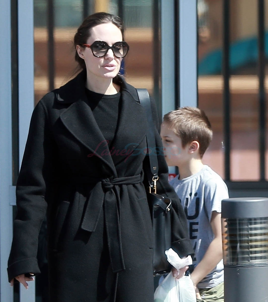 Angelina Jolie reportedly dating olderlooking real estate agent