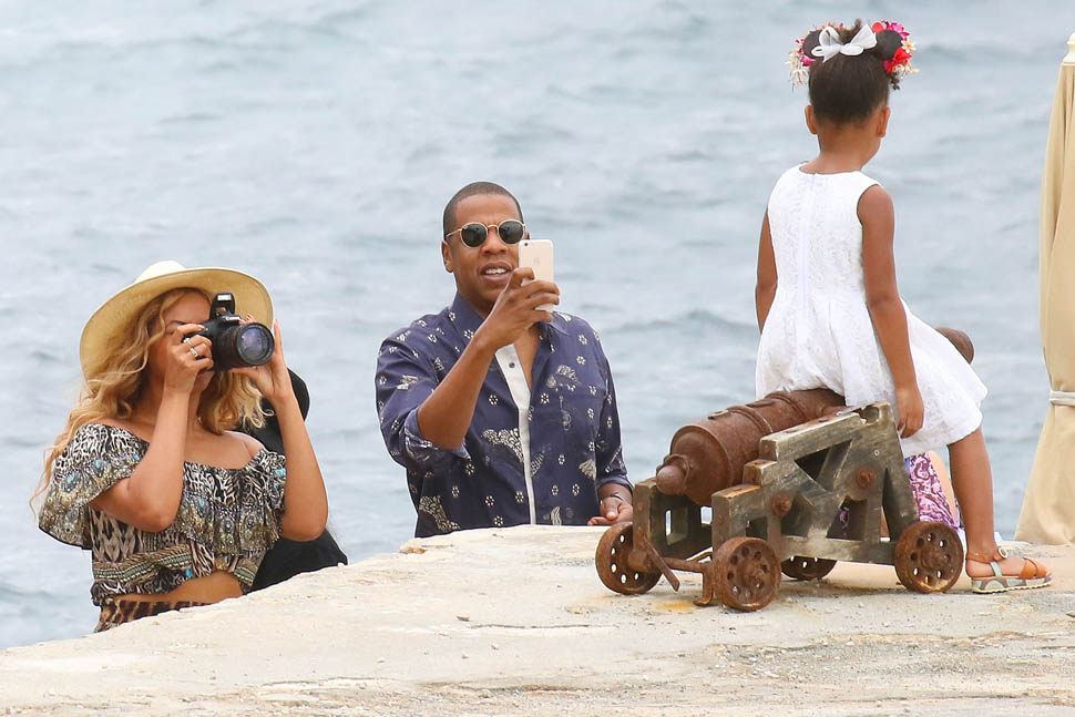 Beyonce And Jay Z Continue Their Vacation In Cannes With
