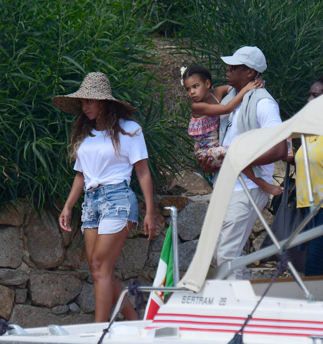 Beyonc On Vacation In Italy With Jay Z And Blue As A